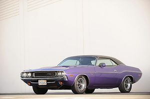 Dodge Challenger RT 1970 Purple