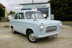Ford Anglia 100E 1959 Blue light