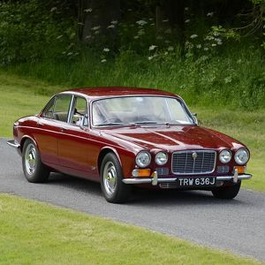 Jaguar XJ6 4.2 1970 Red dark