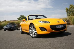 Mazda MX5 yellow 2010