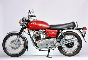 Norton Commando 850cc 1974 Red