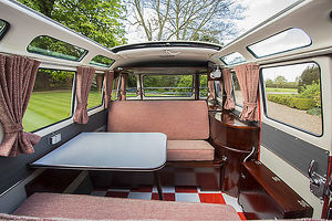 Volkswagen VW Classic Camper van (split-screen, 21-window Samba Bus) 1960 Orange &