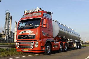 Volvo FH16 Tractor unit with stainless steel