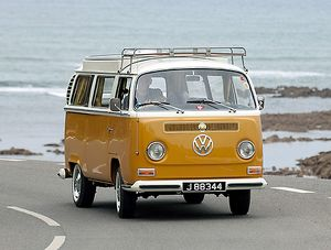 VW T2 Devon Bay Camper 1972 orange white